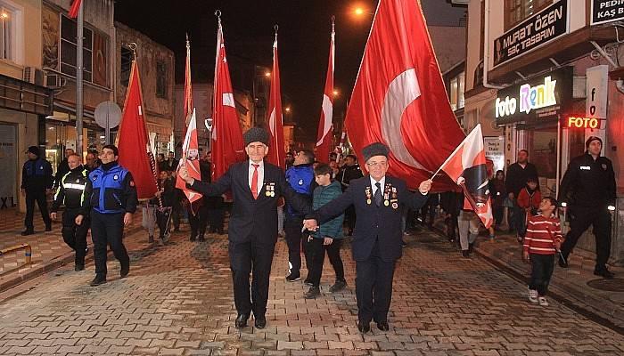"""""""Bayrağa Saygı Yürüyüşü"""" gerçekleştirildi (VİDEO)"""