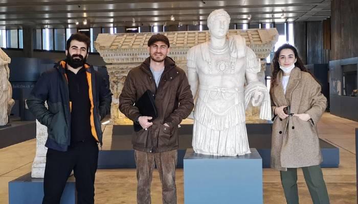 Ünlü Oyuncu Eren Vurdem Troya Müzesini Ziyaret Etti
