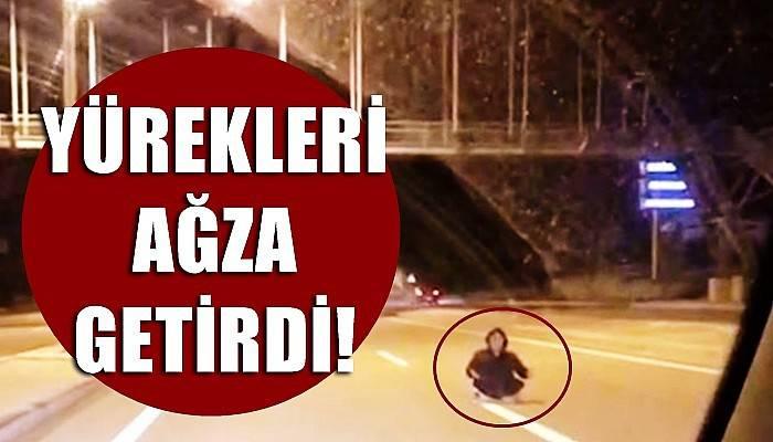 Otoyolda yol ortasına oturan kadın, ölüme davetiye çıkardı (VİDEO)