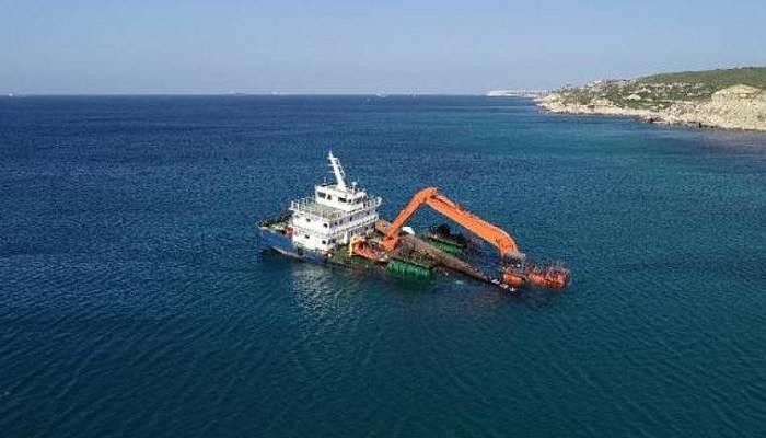 Bozcaada'da Yarı Batık Şekilde Karaya Oturan Gemi İçin Çalışmalar Başladı