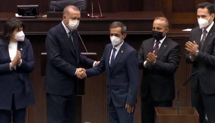 Nejat Önder Ak Parti'de! Rozetini Cumhurbaşkanı Erdoğan taktı (VİDEO)