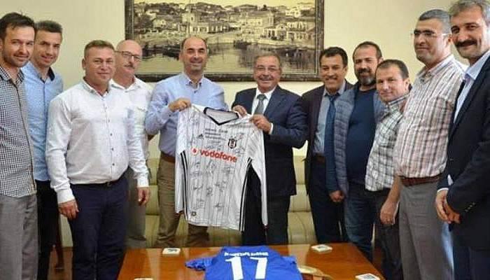 Geliboluspor'dan Başkan Özacar'a çifte forma