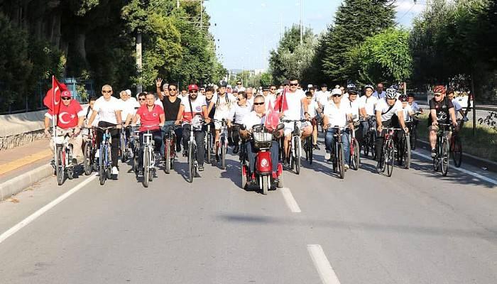 Pedallar demokrasi şehitleri için çevrildi