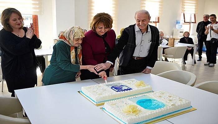 Altın Yıllar Yaşam Merkezi'nde Yaşlılar Haftası Kutlandı