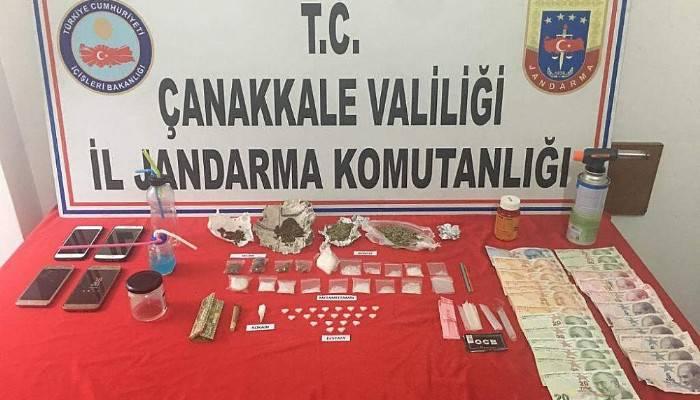 Çanakkale'de yol kontrolünde satışa hazır uyuşturucu ve kaçak içki yakalandı