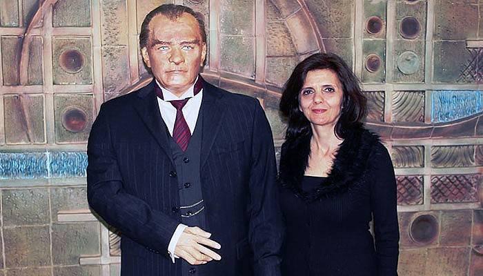 Atatürk'ün balmumu heykeli büyük beğeni topladı (VİDEO)