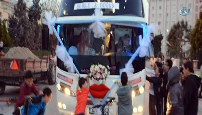 Genç muavin dünyaevine otobüsüyle girdi