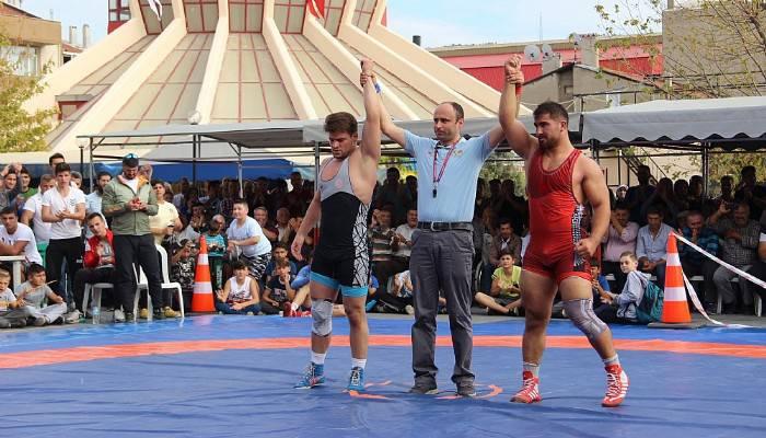 Dünya şampiyonları Çan'da güreşti (VİDEO)