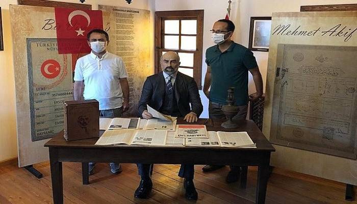 Vali Aktaş Mehmet Akif Ersoy'un doğduğu evi ziyaret etti