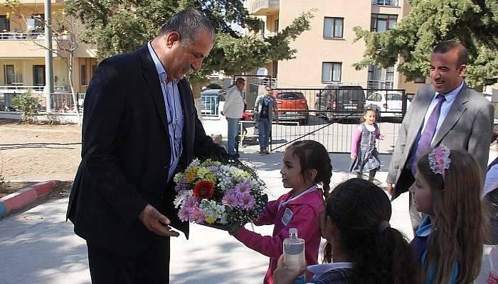 Kepez Belediyesi Çocuklara Kitap Hediye Etti