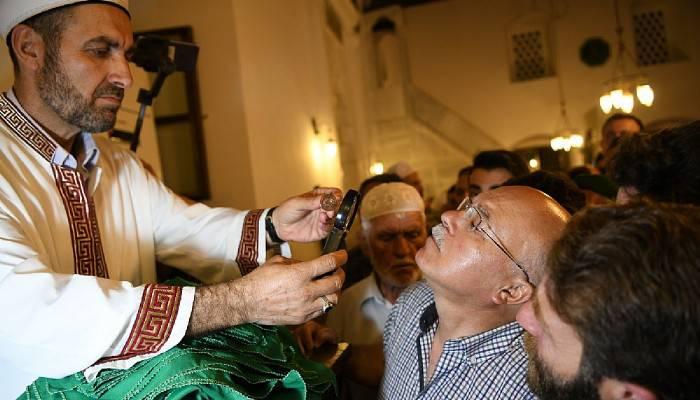 Sakal-ı Şerif tarihi camide vatandaşlara gösterildi