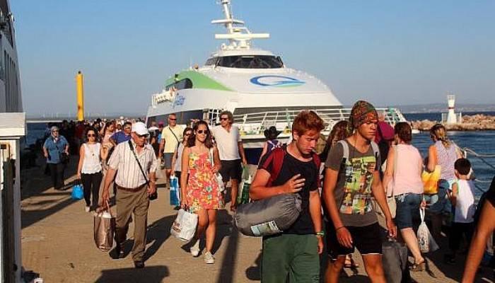 Bayram tatilinde Bozcaada'ya gideceklere rezervasyon uyarısı (VİDEO)