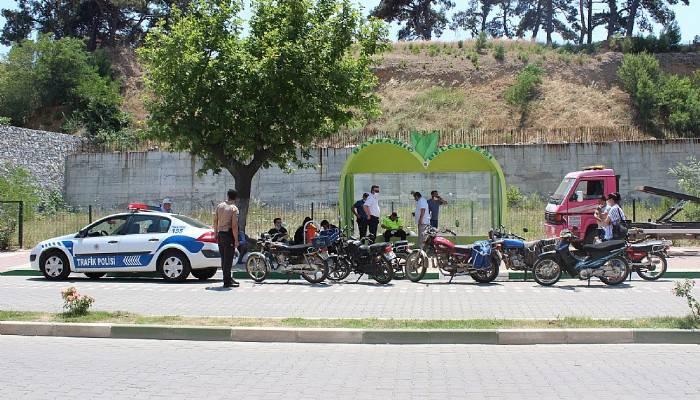 Bayramiç'te kasksız sürücülere ceza yağdı
