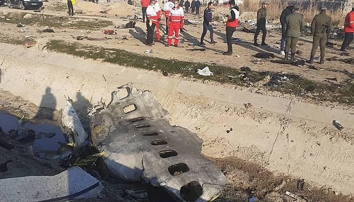 İran'da düşen uçaktaki tüm yolcu ve mürettebat öldü (VİDEO)