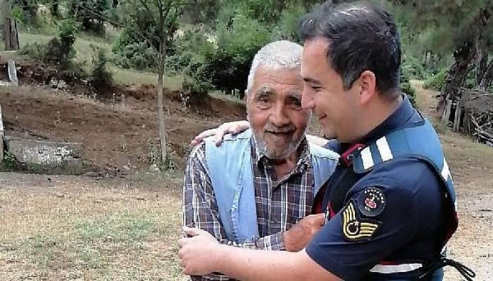 Kayıp alzheimer hastasını ormanda buldular