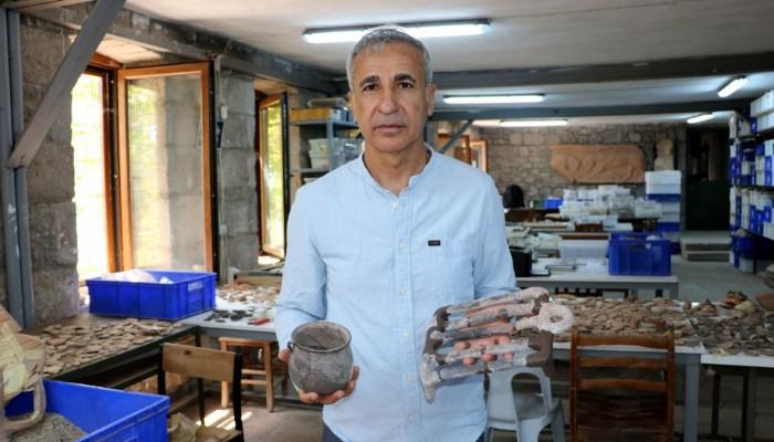 Assos'ta, 1650 yıl önce yemek pişirilen toprak ızgara ve kaplar bulundu (VİDEO)