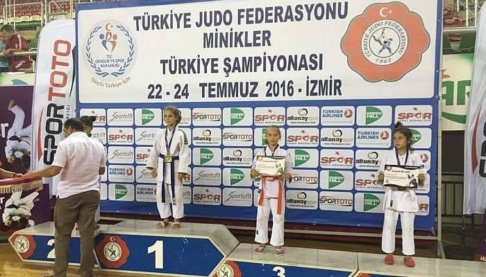 Lapsekili sporcu Türkiye üçüncüsü oldu