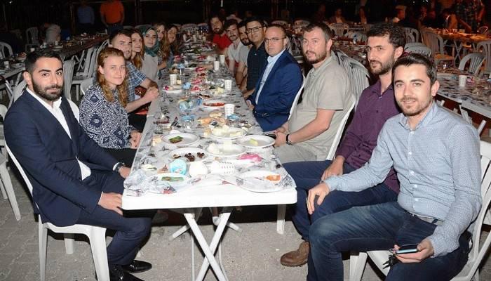 Kepez'den Turan'a pankartlı destek