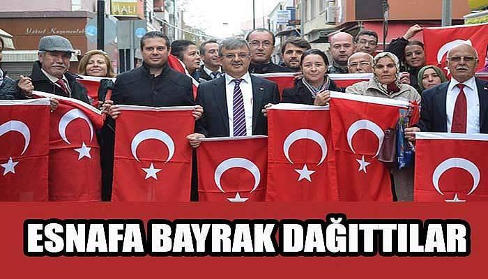 Ak Parti esnafa Türk bayrağı