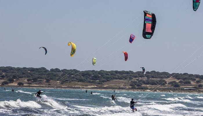 Kite sörf meraklıları Gökçeada'da buluşuyor