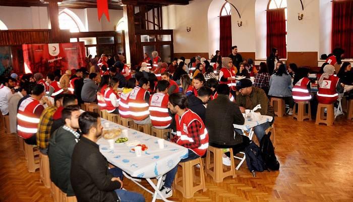 Genç Kızılay Çanakkale gönüllüleri toplandı