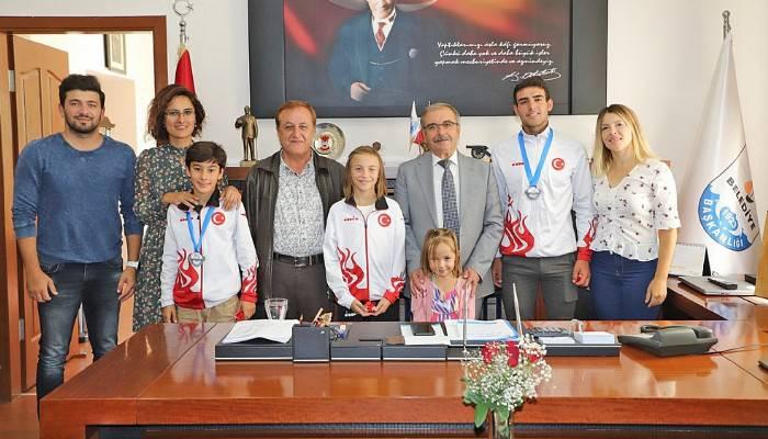 Başarılı Sporculardan Başkan Özacar'a Ziyaret