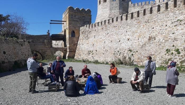 Bozcaada'ya günübirlik gezmeye gelen yerli turist kafilesine izin verilmedi (VİDEO)