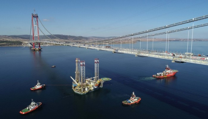 124 metrelik platform, 67 metreye indirilerek Çanakkale Köprüsü'nün altından geçirildi (VİDEO)
