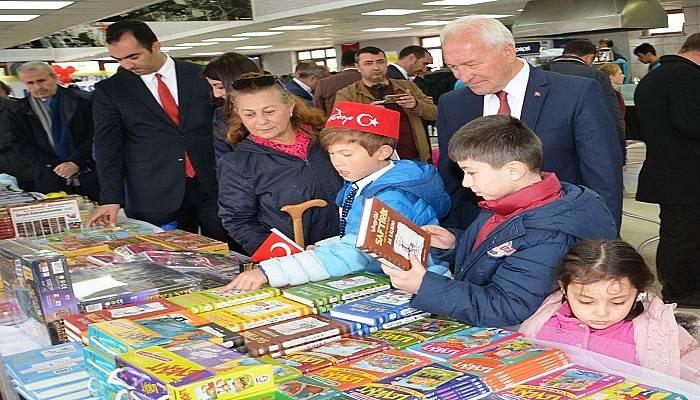 """İlk kez """"Kitap Festivali"""" Yapıldı"""