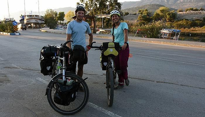 Fransız çift bisikletle Çanakkale'ye gelecek