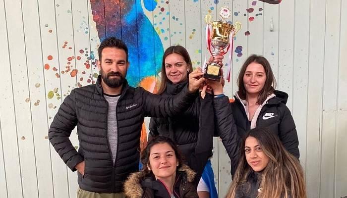 ÇOMÜ Kadın Tenis Takımı 45 üniversite arasından 3. oldu