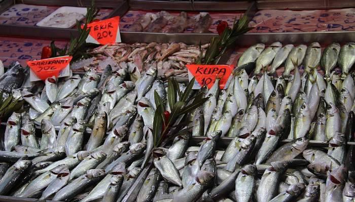 Tezgahları olta balıkları süsledi