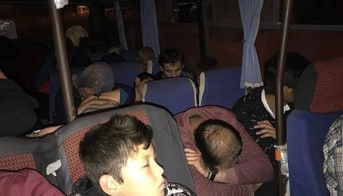 Çanakkale'de 27 kaçak göçmen ve 2 insan kaçakçısı yakalandı (VİDEO)