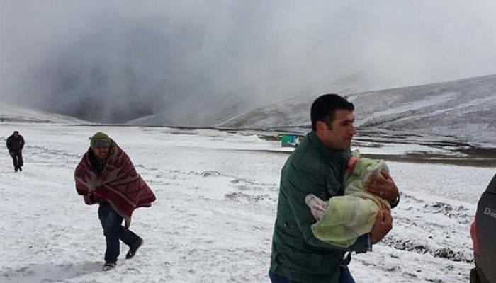 Yaylada mahsur kalan köylüleri, il özel idaresi ekipleri kurtardı