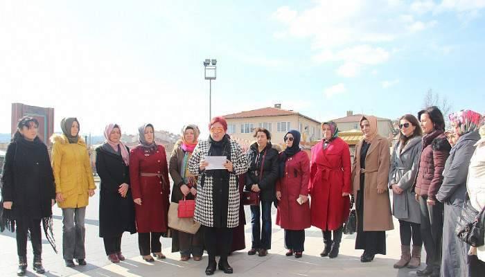 Ak Partili Kadınlar 5 Aralık Kadın Hakları Gününü kutladı