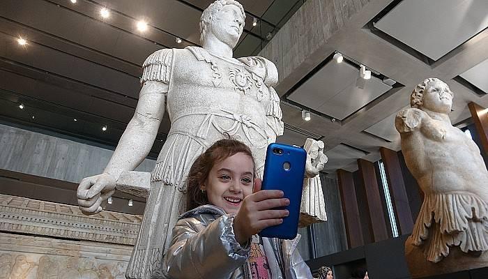 Troya Müzesinde, 'Selfie Günü' etkinliği düzenlendi