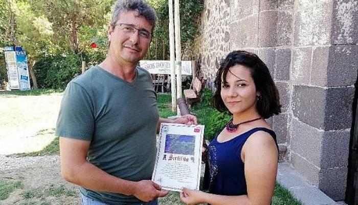 Bu köye gelen turistler sertifika ile uğurlanıyor