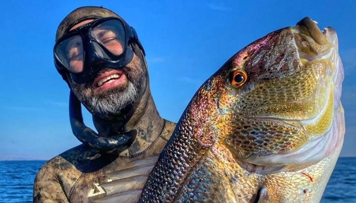 Rekortmen dalgıçtan 6 kiloluk sinarit avı