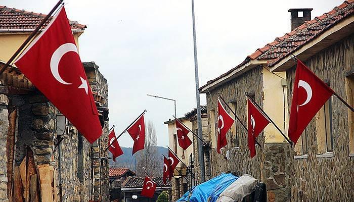 Çanakkale'nin bu köyünde 365 gün bayraklar dalgalanıyor (VİDEO)