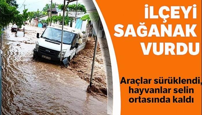Ödemiş'i sağanak vurdu: Araçlar sürüklendi, tarım alanları sular altında kaldı