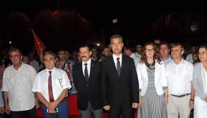 MHP'nin 'Demokrasi ve Milli Birlik' mitingine AK Partililerde katıldı
