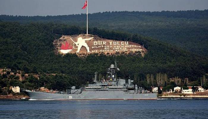 Rus savaş gemisi Azov, Akdeniz'e iniyor (VİDEO)