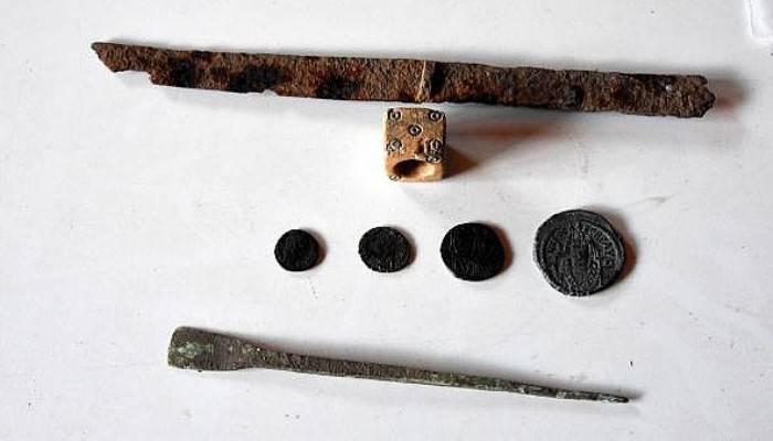 Assos'ta 2 bin yıllık bronz kalem ve kemik zar bulundu ( VİDEO )