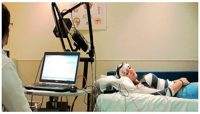 Uyku sorunları olanlar uyku laboratuarında tedavi ediliyor