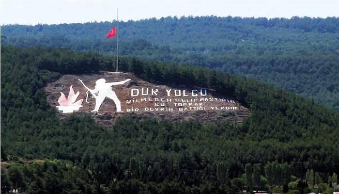 ÇANAKKALE'DE BAYRAKLAR YARIYA İNDİRİLDİ