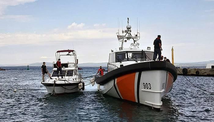 Arızalanan teknedeki 8 kişiyi Sahil Güvenlik kurtardı (VİDEO)
