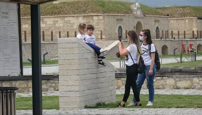 Çocuklar izin gününde tarihe yolculuk yaptı