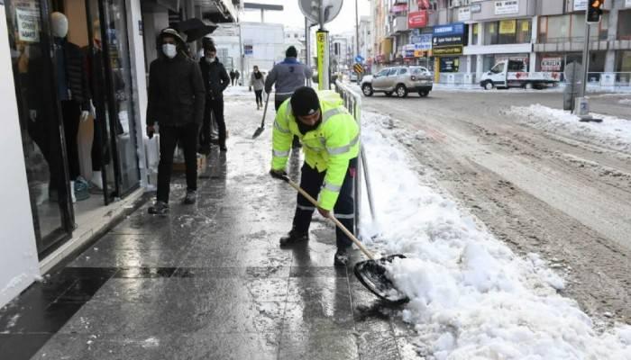Kar yağışının ardından çalışmalar sürüyor