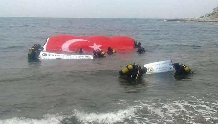 Guinness rekortmeni Karabay, su altında dev Türk bayrağı açtı