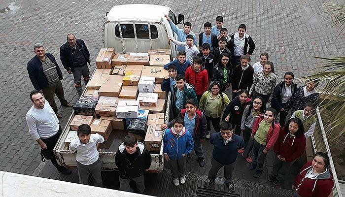 Minik eller mülteciler için yardım topladı